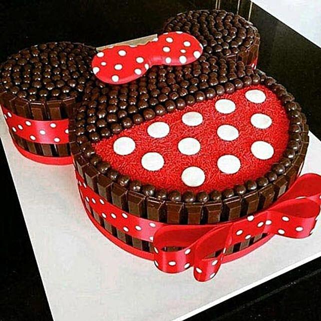Minnie Mouse shaped chocolate Kit Kat Cake 2kg:Minnie Mouse Birthday Cake