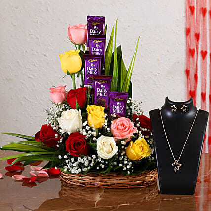 roses arrangement with necklace set online
