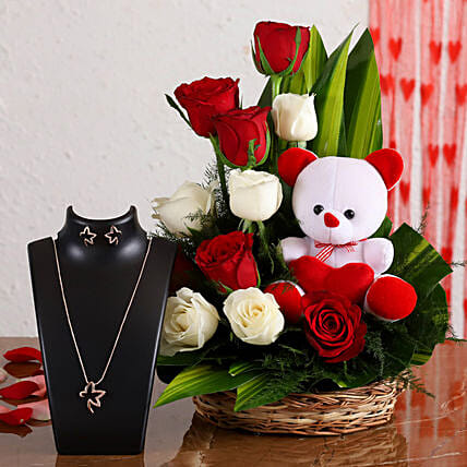 flowers with necklace set for girls:Flower N Teddy