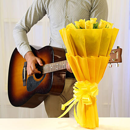 Online Yellow Roses And Romantic Tunes Combo:Flowers & Guitarist Service