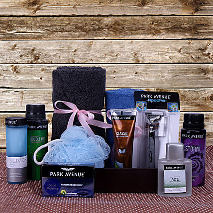 Father's Day Gift Hamper of  Essentials:Send Gift Hampers to Bhopal