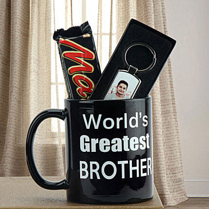 Chocolate, personalized key chain and mug combo:Personalised Keychains