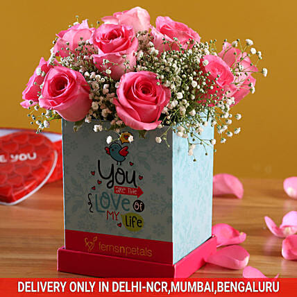 Pretty In Pink Roses Arrangement:Flowers In box