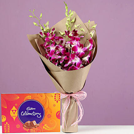 Beautiful Flowers and Chocolate Hamper Online:Flowers And Chocolate Delivery