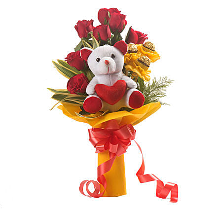 Bouquet of red roses with chocolates and:Soft toys for birthday