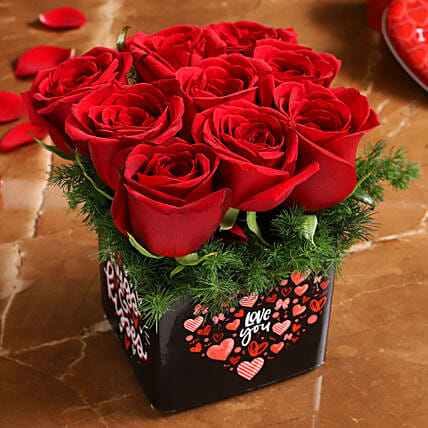 red rose arrangement for valentine:Red Flowers