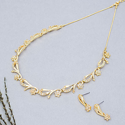 Designer golden neckpiece set:Send Jewellery Gifts