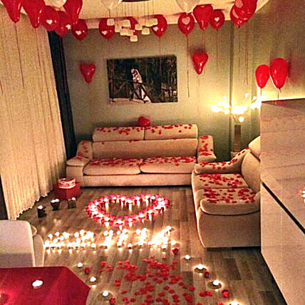 Romantic Decor Of Balloons and Candles:Room Decoration Ideas