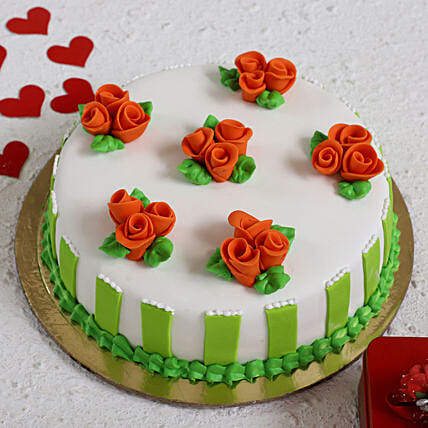 Roses All Around Designer Cake