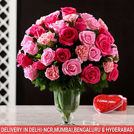 online exclusive roses n carnation glass vase arrangement:Anniversary Flowers