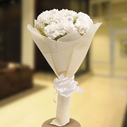 Stary White - Bunch of 12 White carnations.