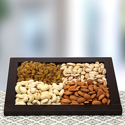 The Tray of Health-Brown Flat Tray 9x11,Cashew nuts 100gms,Almonds 100gms,Raisin 100gms,Pista 100gms
