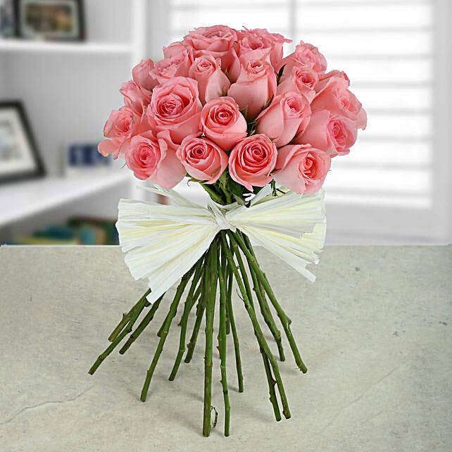 Elegant Pink Roses Bunch