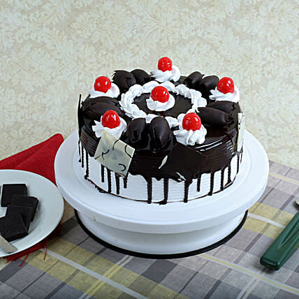 Black Forest Gateau Half kg