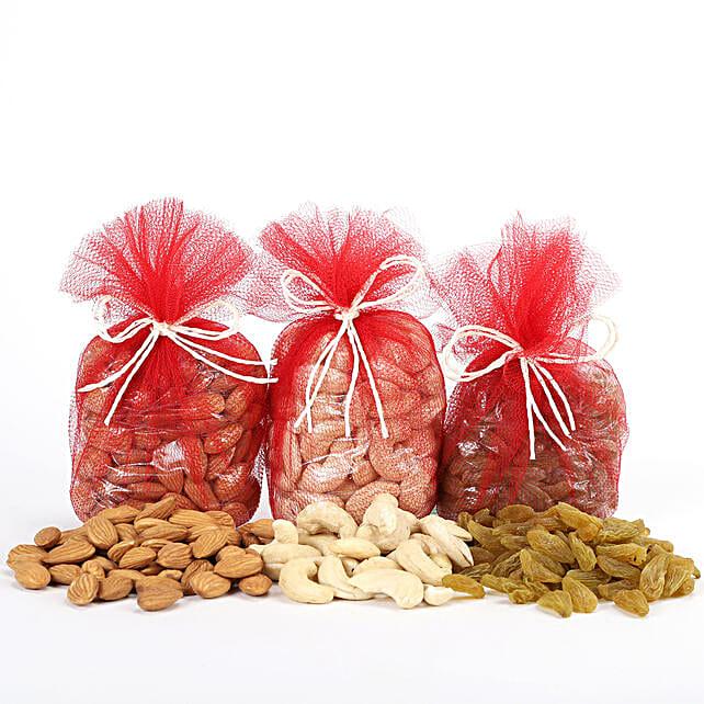 Combo of almonds, raisins and cashew nuts