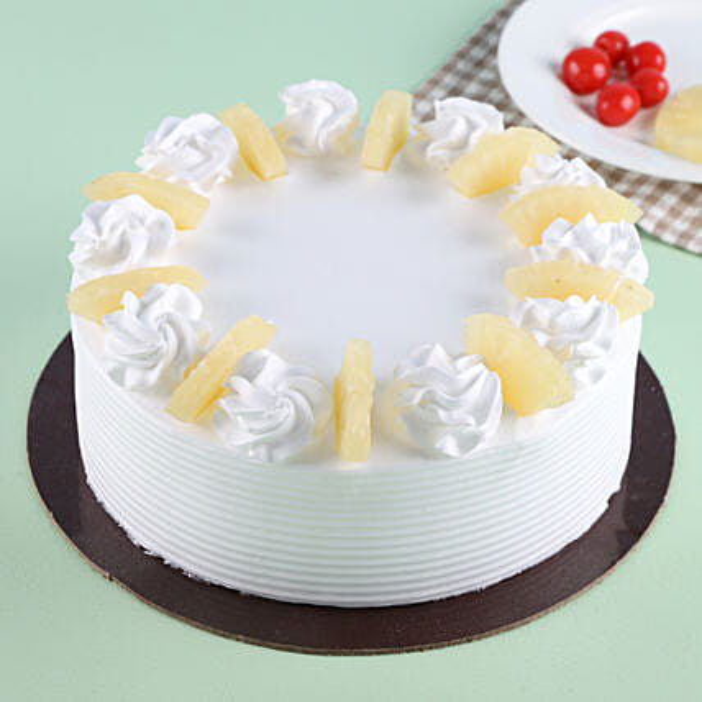 Pineapple Round Cake Half kg Eggless