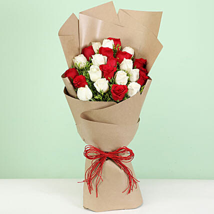 elegant red n white carnations bouquet for her:Flower Bouquet Delivery In Kannur