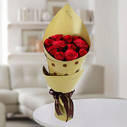 Enticing 12 Red Roses Bunch