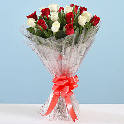Bouquet Of Mesmerising 18 Red White Roses