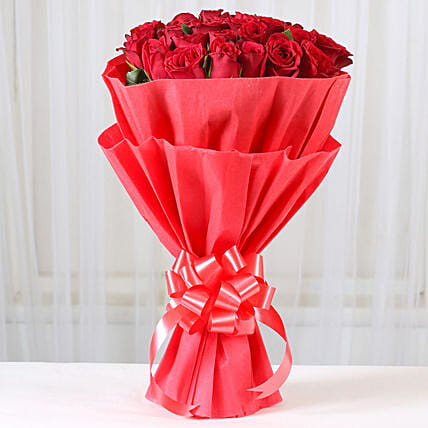 30 Alluring Red Roses Bunch