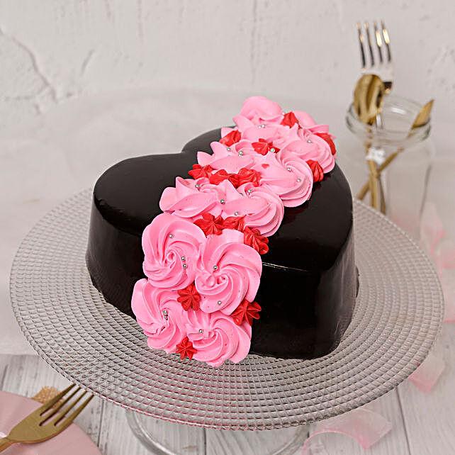 Online Roses On Heart Designer Cake:Valentines Day Gifts