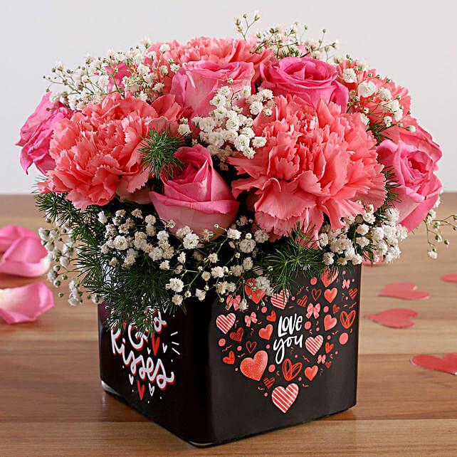 rose n carnation arrangement for valentine:Pink Flowers