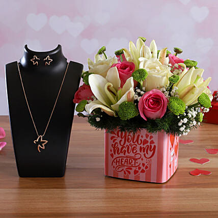 Love Bunch In Sticker Vase Pretty Necklace Set:Order Lilies