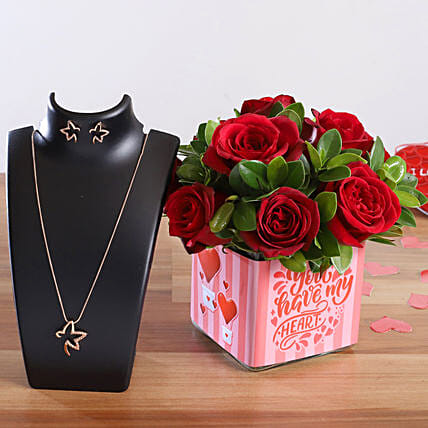 Red Roses In Sticker Vase Pretty Necklace Set