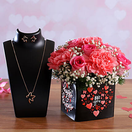 Roses and Carnations In Sticker Vase Pretty Necklace Set:Propose Day Gifts