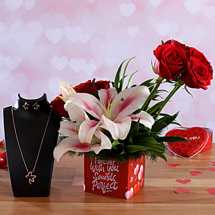 Roses and Lilies In Sticker Vase Pretty Necklace Set