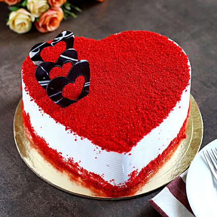 Red Velvet Heart Cake half kg:Gifts for 75Th Anniversary