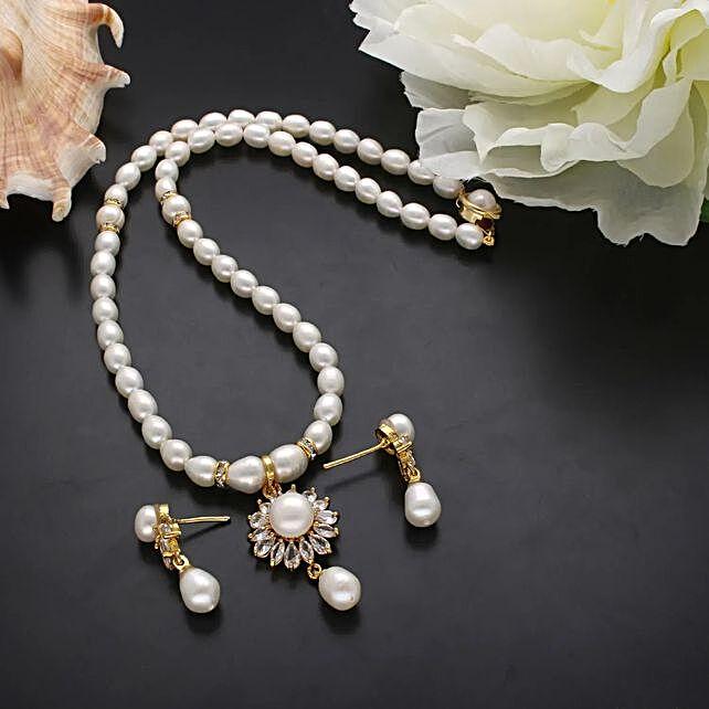 Baheera Pearl Necklace Set