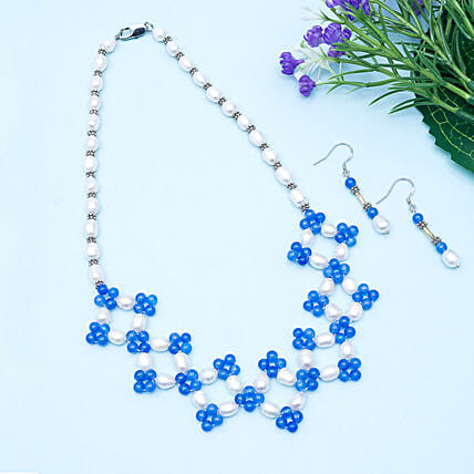 Blue and white beaded neckpiece with earring