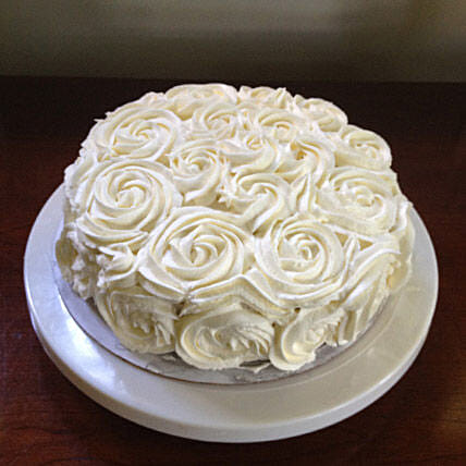 White Rose Cake Half kg:Designer Cakes for Birthday