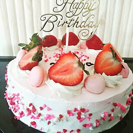 Luscious Strawberry Cake Half Kg:Cake Delivery in Malaysia