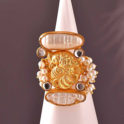 Viva Baroque Pearl Oval Shaped Ring