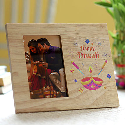 Diwali printed in photo frame for family:Send Diwali Gifts to Qatar