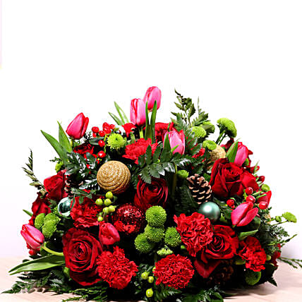 Red And Green Center Table Arrangement:Flower Delivery in Qatar