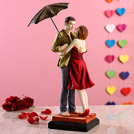 Hugging Couple Under Umbrella Figurine:Gifts For Couple in Qatar