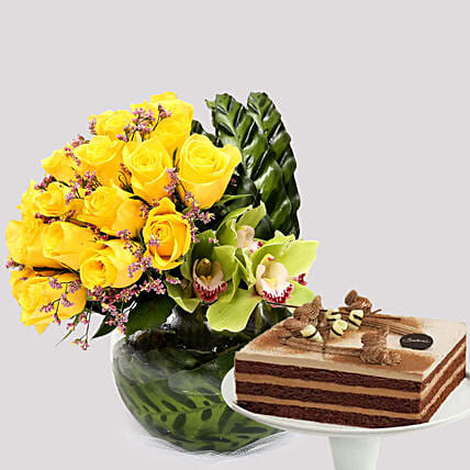 Deluxe Chocolate Cake and Yellow Rose Grace:Chocolate Cake Delivery in Singapore