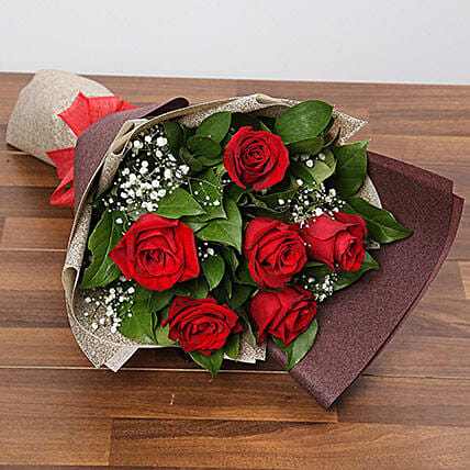 Romantic Roses Bouquet:Rose Day Gift Delivery in Singapore