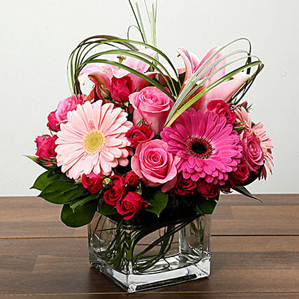 Roses and Gerbera Arrangement In Glass Vase:Roses To Singapore