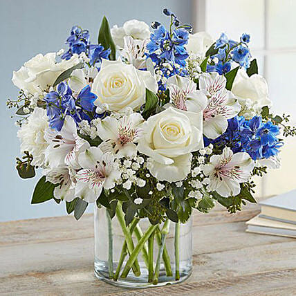 Blue and White Floral Bunch In Glass Vase:Flower Arrangements to Singapore