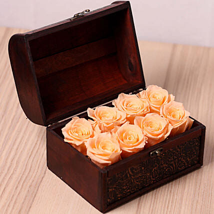 8 Forever Peach Roses in Treasure Box for Valentines