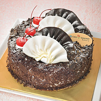 Yummy Black Forest Cake:Send Birthday Gifts to Singapore
