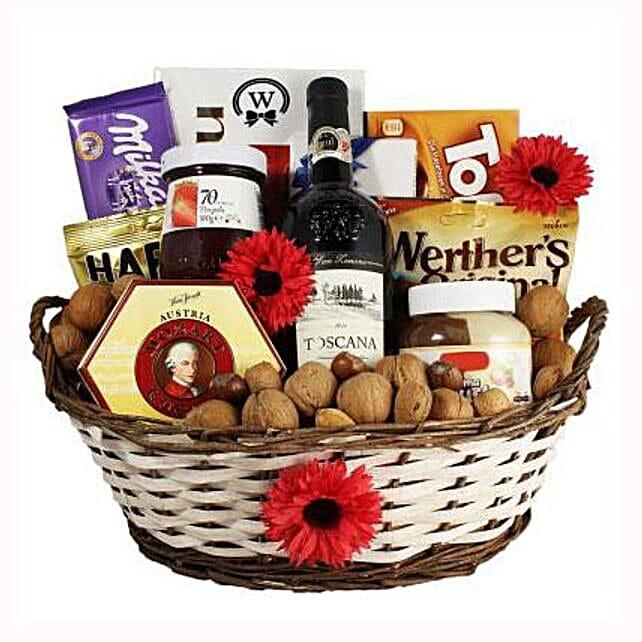 Classic Sweet Gift Basket:Rakhi Gifts for Sister in Spain