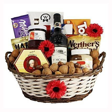 Classic Sweet Gift Basket:Gift Delivery in Sweden