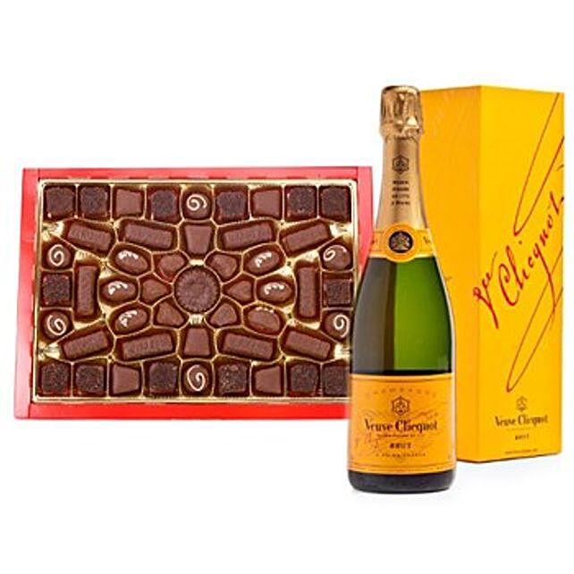 Champagne N Chocolates Hamper