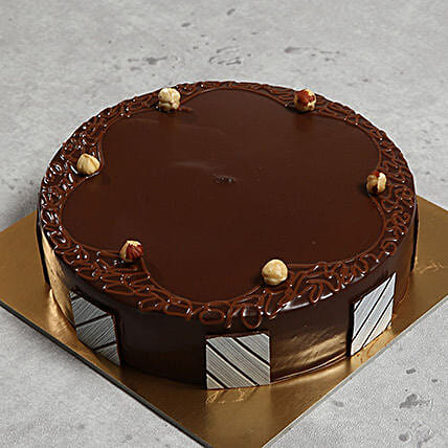 500gm Hazelnut Chocolate Cake:Chocolate Cake Delivery in UAE