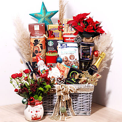 Delicious Snack Hamper:Send Christmas Gift Hampers to UAE